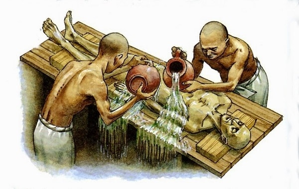 مصریان باستان بر این باور بودند که کنترل کنندهی بدن و مرکز احساسات و عواطف آدمی قلب میباشد
